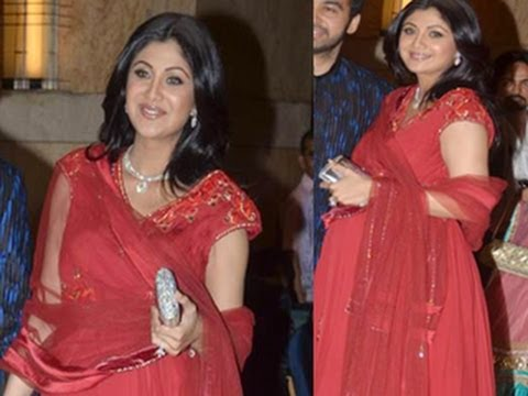 PREGNANT Shilpa Shetty shows BIG BABY BUMP