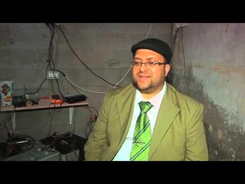 بطاريات السيارات القديمة لأضواء جديدة .. في غزة
