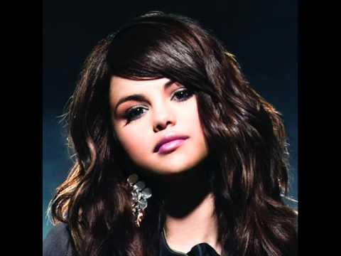 Selena Gomez Bikini 2011 & Selena Gomez 2010 thumbnail