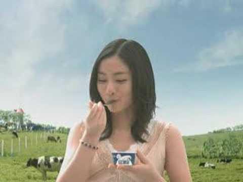 (石原さとみ)Ishihara Satomi in Glico 「牧場しぼり」 「おいしい顔連鎖篇」 CM 15s