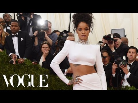 An Emotional Rihanna Discusses Her CFDA Award With André Leon Talley
