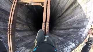 ජීවිතය පරදුවට තබා අඩි 920ක් ඉහළට නැගි තරුණයාගේ අති ත්රාසජනක වීඩියෝව Climbing huge chimney in Pitest