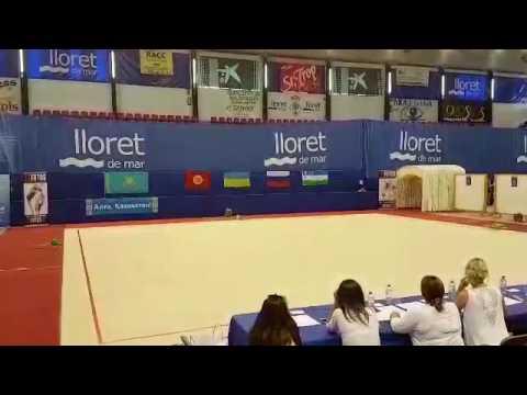 7 летняя девочка из Узбекистана Самира Салиева получила трехкратное первое место в Испании