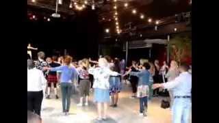 MOV04366تمرین رقص باباکرم در مرکز شهر استکهلم توسط  دختر سوئدی فارغ تحصیل رقص از دانشگاه استکهلم