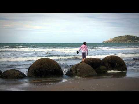 The Moeraki boulders - Roadside Stories