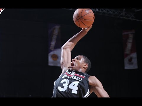 Giannis Antetokounmpo Throws Down the Hammer!
