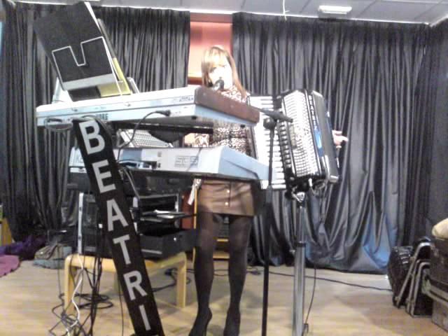 beatriz y su acordeon en hogar