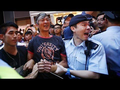 Hongkong: Zehntausende demonstrieren friedlich, Leung fordert Räumung des Regierungsviertels