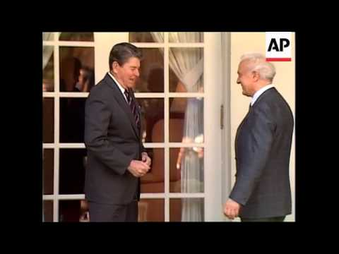 President Ronald Reagan and Soviet Union Foreign Minister Eduard Shevardnadze greet reporters in the