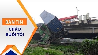 Gặp nạn vì tài xế mải quay tai  nạn khác | VTC