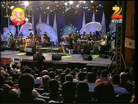 Sayali joshi singing with Suresh Wadkarji .MPG