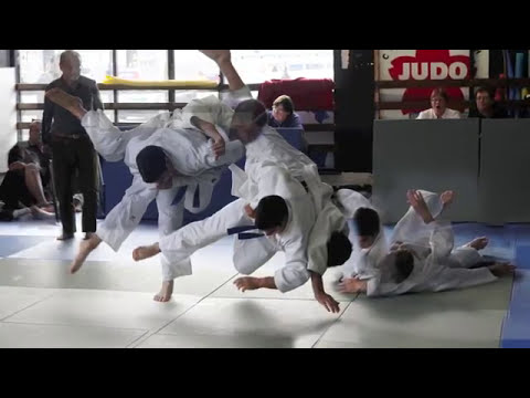 Harai Makikomi JUDO sweeping wind hip throw Image 1