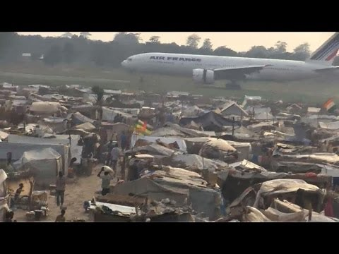 Displaced persons arrive at Bangui airport in CAR