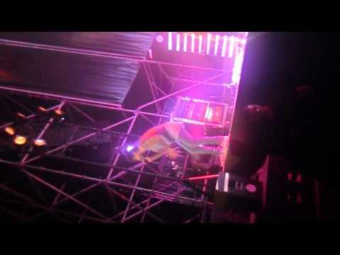 Tocado y hundido (directo) - Concierto Melendi Sevilla 2014