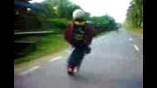 Sempoi   The Best Wheelie From Mat Rempit