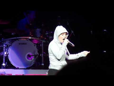 Kelly Clarkson - Lose Yourself (eminem Cover) - Detroit, Mi 8 10 12 video
