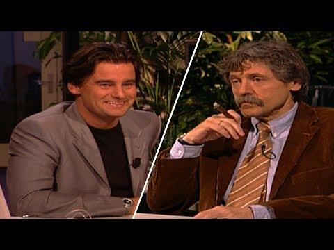 Eerste aflevering Wilfred Genee als presentator Voetbal Inside (2002)