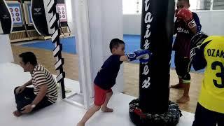 Latihan tinju anak anak