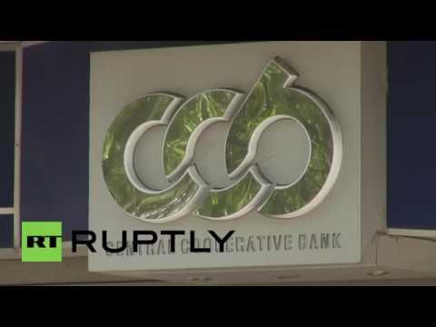 Bulgaria׃ Bank queues still form despite officials urging calm