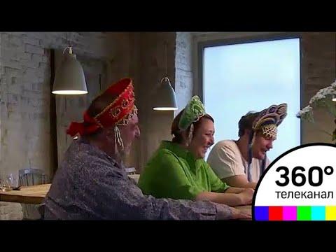 Троица болельщиков в кокошниках с хот-догами покорила интернет
