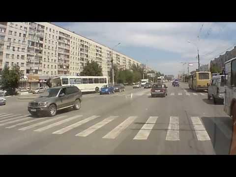 Автобус снес светофор