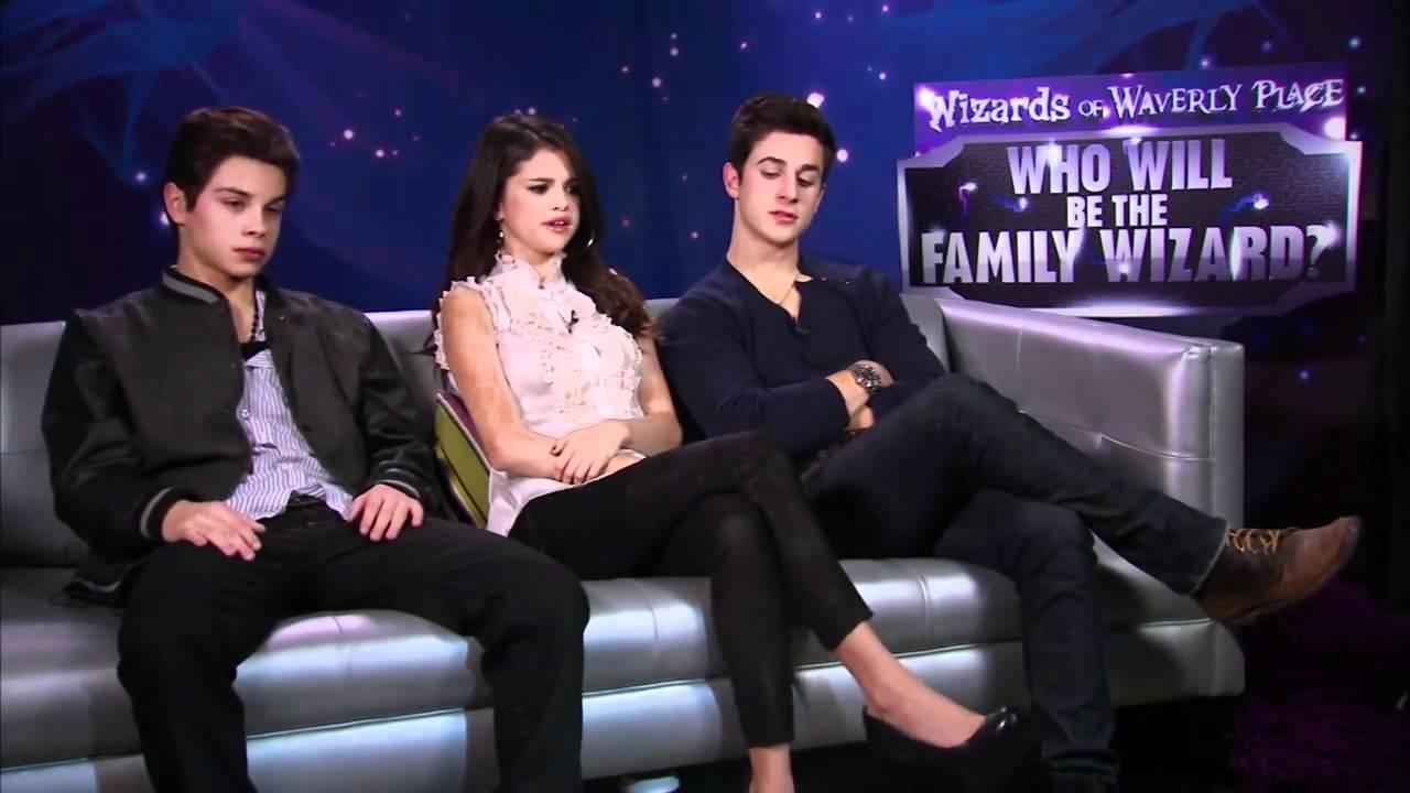 Still of David Henrie, Selena Gomez and Jake T. Austin in
