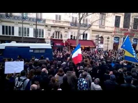 #JeSuisCharlie - La police applaudie par les manifestants (Police applauded)