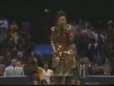 Yolanda Adams - Just A Prayer Away