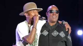 Pharrell Video - Pharrell Williams introduces Stevie Wonder @ North Sea Jazz Rotterdam, Netherlands, 11 July 2014