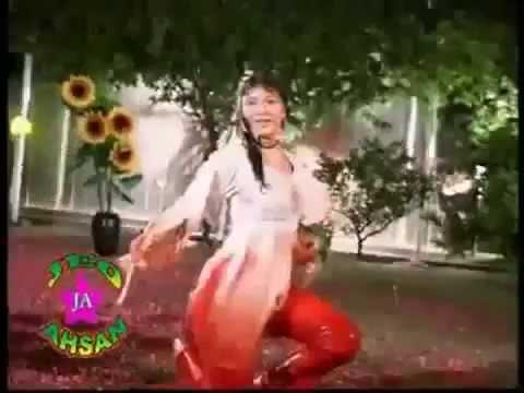 Pakistani Hot Dance In Rain She Show What U Want 2 Watch Pk Mujra Love Tube  video