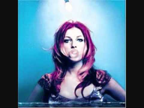 Bonnie Mckee - A Voice That Carries