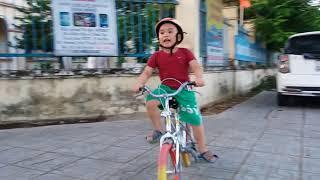 Bi Bo đi xe đạp 5/2018