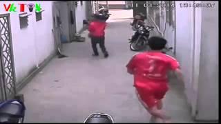 Clip - Sinh viên phòng trọ đánh tới tấp tên trộm trá hình
