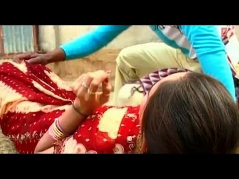 Watch Bhataar Chulha Potna [Bhojpuri Holi Video] Makeup Utar Jayee Holi Mein- Bhojpuri Gulaal