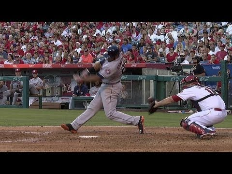 HOU@LAA: Singleton crushes a three-run homer to right