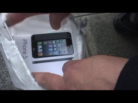 image vidéo  Un Qatari jette des Iphones 5 à la poubelle