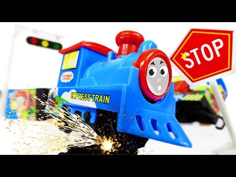 Thomas and Friends Super Train Series Chinese Train Tomas Toys Crash on Railway VIDEO FOR CHILDREN