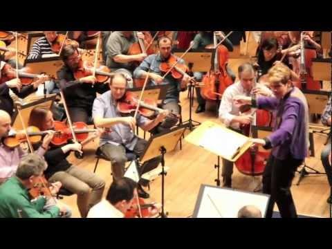 """Ensaio Osesp - Marin Alsop rege """"Concerto Para Orquestra"""" de Béla Bartók"""