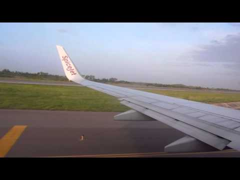 SpiceJet Boeing 737-800 landing in Hyderabad