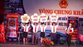 Phần thi Chào hỏi - Đội thi UBND xã Ba Cụm Bắc, huyện Khánh Sơn