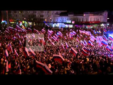 UKRAINE:CROWD AWAITS OFFICIAL CRIMEA VOTE RESULTS