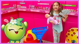 Hailey Pretend Play Shopping for Food Toys at Giant Shopkins SuperMarket