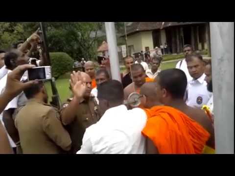 Sri Lanka Police Mans Attack Buddhist Monk In Dalada Maligama video