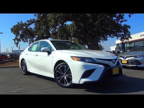 2018 Toyota Camry SE 2.5 L 4-Cylinder Review