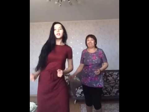 Танцующих маму и дочку из Костаная разыскивают редакторы «Пусть говорят»