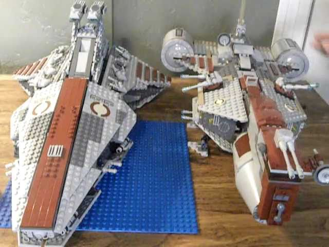 LEGO Star Wars Set: 8039 Republic Attack Cruiser Venetor Class Review Video