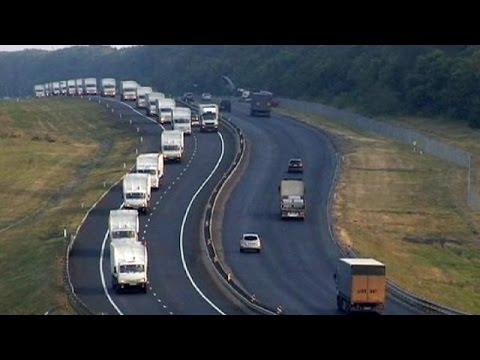 Russian aid convoy continues towards Ukranian border