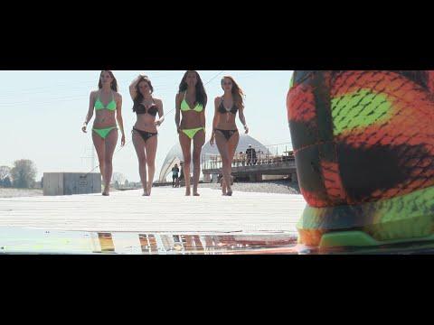 Sonnabua - für mehr Sommer, denn d´Sonna bringt d´Wonna :-) iTunes: https://itunes.apple.com/de/album/wakeboard-fahr-n-single/id994916874 Amazon: http://www.amazon.de/Wakeboard-fahrn/dp/B00XOB8...