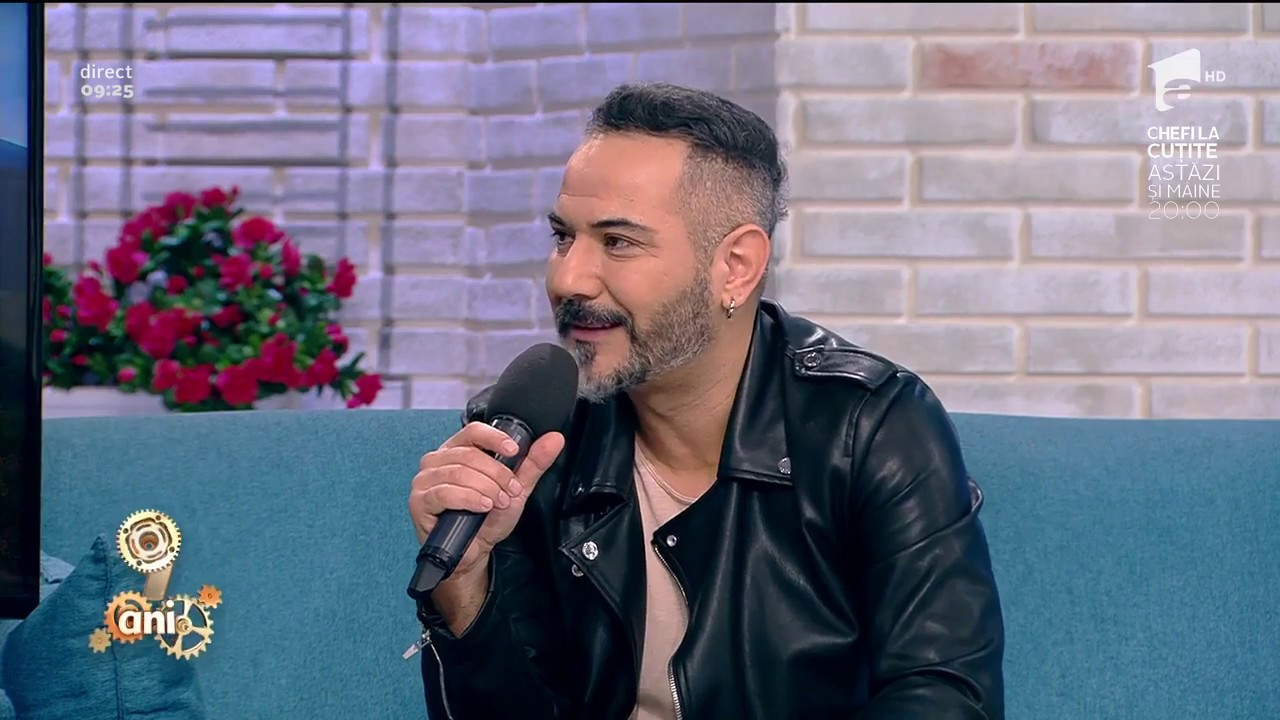 Deniz Cem a fost preluat de managementul lui Tarkan, cu care a filmat videoclipurile pieselor sale