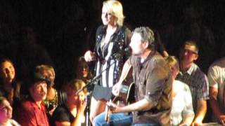 Blake Shelton Video - Blake Shelton with Gwen Sebastian- My Eyes
